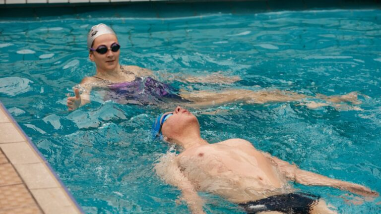 5 Tactics for Volunteers to Help Disabled Swimmers
